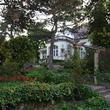 Vojnovich-Huszár Villa: 19. századi villa gyönyörű francia kert közepén.