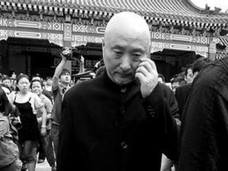 Csen Pej-szi édesapja temetésén