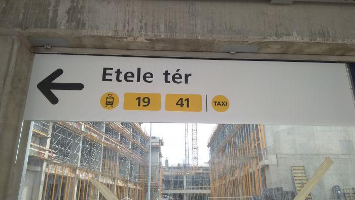 Téves felirat a 41-es villamosról az Etele téren (fotó: Meleg Dániel)